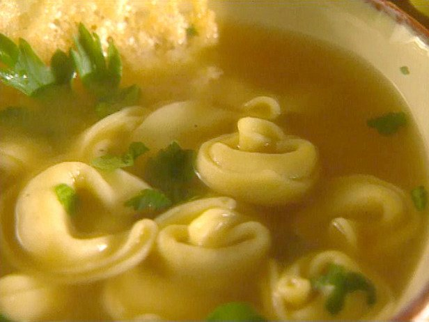Cheese tortellini with parsley