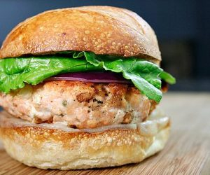 Imaginea thumbnail despre Delectable salmon patties: Kiss greasy burgers goodbye