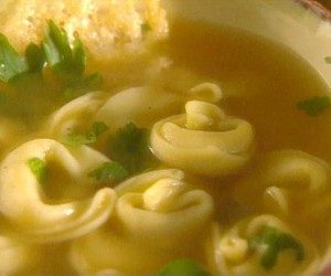 This image it is about Cheese Tortellini Soup